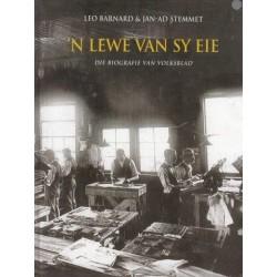 'n Lewe van sy Eie: Die Biografie van Volksblad