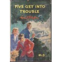 The Famous Five: Five Get Into Trouble (Book 8)